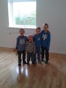 Fire drenge glade for deres nye værelser - med plads til masser af legetøj:)